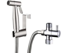 2019 torneiras duplas Dupla função interruptor higiênico bidé torneira do banheiro mão bidé kit conjunto de pulverizador pressurizar flush spray gun tanque de montagem na parede desconto torneiras duplas
