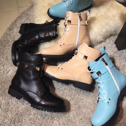Wholesale Womens Genuine Leather Combat Boots - AAAAA Fashion Womens Rockstud Combat Ankle Boot 100% Calfskin Leather Large Rivet Boots Lacing Lug Sole Size 34-41 with Box dust bag receipt