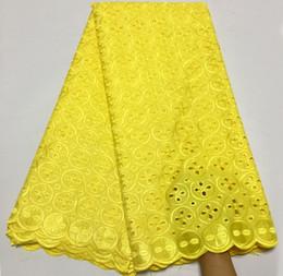 suiza voile encaje Rebajas El más nuevo nigeriano amarillo africano tela de encaje de alta calidad para hombres / mujeres de algodón seco encaje tela Swiss Voile Lace en Suiza