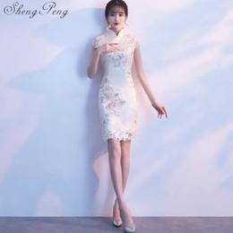 Weiße spitze cheongsam kleider online-Chinesische orientalische Kleider weiblich 2018 orientalischen Stil Kleider weiße Spitze kurze cheongsam geändert Qipao Kleid CC371