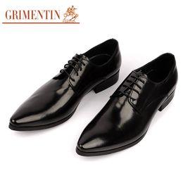 Zapatos de vestir de punta borgoña para hombre online-Diseñador para hombre de punta estrecha zapatos de vestir de cuero genuino negro Borgoña marca formal de Oxford zapatos para hombres boda Prom plana