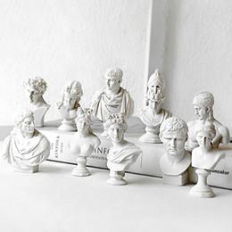Estatuas de imitación online-9 UNIDS / Set Adornos Griegos Estatuas de Busto - Estudiante Sketch Resina Imitación Enyesado Personaje Figuras Modelos Estatuilla Escultura Decoración para el hogar