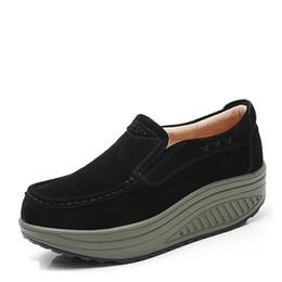 Scarpe da slittamento dimagrendo online-Nuove scarpe da donna in vera pelle Scarpe da altalena Slip-on Weight Weight Shoe Shoes Wedge 5CM Scarpe da ginnastica snellenti che aumentano di altezza
