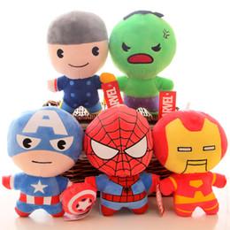Boneca de pelúcia on-line-Capitão América De Pelúcia Boneca Os Vingadores Homem De Aranha De Pelúcia Super Heros Ironman Hulk Thor Figura de Ação Bonecas Presentes Dos Miúdos 22 CM