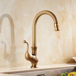 Lavabo lavabo lavabo online-Rubinetto della cucina Bronzo antico Ottone lavello rubinetti singola mano alto arco girevole beccuccio rubinetto lavabo caldo e freddo