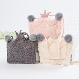 Monederos lindos hechos a mano online-Mujeres lindas Niños Crown Monedero Kids Girls Mini Messenger Bag Hecho a mano Pequeño bolso de hombro de felpa para bebé regalo para niños