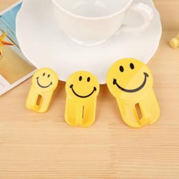 3 pz sorriso carino emoji ganci appiccicosi per chiave asciugamano bagno vestiti organizzatore spatola da cucina spazzole titolare forte gancio di plastica da chiavi sorridono fornitori