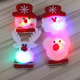 Broches velhos on-line-Natal broche brilhante cartoon estudante criativo presente Natal velho boneco de neve com lâmpada broche