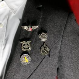 acessórios para fatos de homem Desconto Retro Do Emblema Do Exército Unisex Medalha de Acessórios de Personalidade Jeans Pin Broches Homens Jóias Vintage Vestidos Emblemas Pinos Ternos