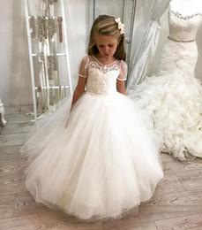 Piccolo fiore del puntino online-Dot Tulle Manica corta da principessa Ball Gown Flower Girls Abiti in pizzo Appliques Cute Little Girls Pageant Party Wear Open Back