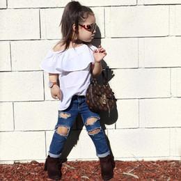 Chicas lindas jeans online-2018 Nuevos Bebés de la Manera Trajes Tops Camisa Blanca Y Agujero Jeans Pantalones de Dos Piezas Conjunto de Ropa Lindo Bebé Niñas Ropa Conjunto Trajes de Niños