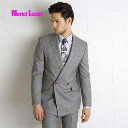 2019 traje para hombre de color gris claro Muriel Lester traje ligero hecho  a medida para d887501fdc8