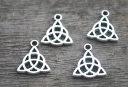 pendentif triquetra Promotion 30pcs / lot - Breloques noeud celtique ton argent tibétain à 2 pendentifs noeud celtique, Triquetra, noeud celtique Triquetra, noeud trinité 14x16mm