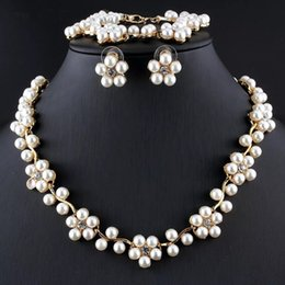 Wholesale Pearl Necklace For Flower Girls - Luxurious Women Imitation Pearl Jewelry Set Flower Type Gift Necklace Earring Bracelet Set For Wedding Party Accessory
