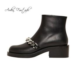 Botas de dedos cuadrados online-Arden Furtado 2018 otoño invierno botines punta redonda con cremallera cadenas casual matin botas tacones cuadrados 5 cm zapatos de moda mujer