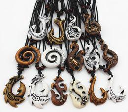 2019 fischhaken anhänger Großhandelslos 15pcs mischte hawaiischen Schmucknachahmung Knochen geschnitzt NZ Maori Fisch-Haken-Anhänger-Halsketten-Halsband-Torsions-Spiralen-Amulett-Geschenk MN542 günstig fischhaken anhänger