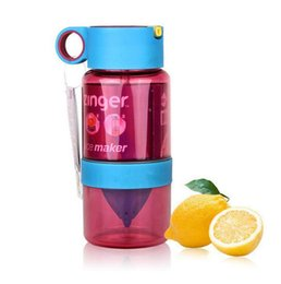 Wholesale plastic juice cups - Creative children manual juice cup summer gift 460ml lemon cup fruit infusion bottle with straw portable kettle