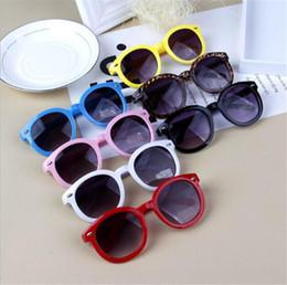 7895e3d78 Atacado-Baby Kid Sunglasses Plastic Frame Crianças Óculos Óculos Meninos  Grils UV400 Ao Ar Livre Rodada Óculos De Sol Oculos infantil Eyewear B11  quadros de ...