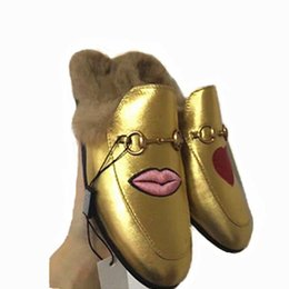 chaussures femmes mode rose Promotion 2018 Marque Princetown Femmes Hommes Fourrure Pantoufles De Luxe Designer De Mode En Cuir Véritable Mocassins Chaussures Chaîne En Métal Dames Occasionnels Mules Appartements Nouveau