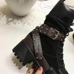 botines con cordones de las mujeres lisos y redondos con punta redonda botas cortas pieles de piel de vaca dentro de los zapatos planos de motocicleta de moda desde fabricantes