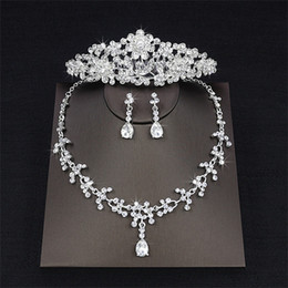 Wholesale round ring setting - 2018 Luxury Drop Rhinestone Wedding Jewelry Set Necklace Crown Tiaras Crown Earrings Headwear Beading Three Piece Party Bridal Accessories