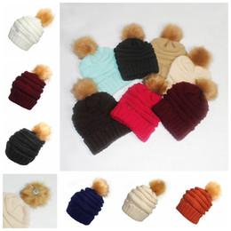 Pompons en fausse fourrure en Ligne-Pom Pom Skullies Bonnets Femmes Chapeau D'hiver Fausse Fourrure Bonnet Pompon Tricoté Chapeaux 17 Couleurs OOA3385
