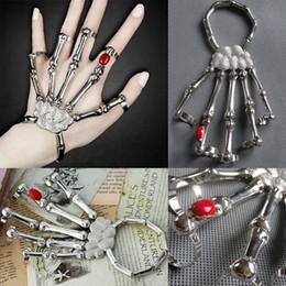 e497739a7c7 Halloween punk rock esqueleto cráneo mano hueso anillo pulsera remache  Halloween Decro nudillo dedo pulsera goth brazalete joyería FFA1043