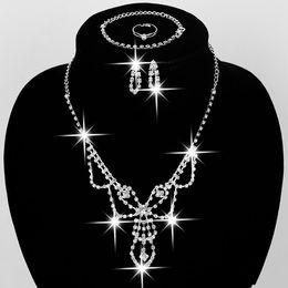 Vintage Bling Düğün Gelin Kristal Kolye Nedime Rhinestone Kolye Bilezik Küpe Yüzük Seti 4 IN 1 Güzel Hediye Kız X043 Için nereden
