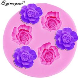2019 розовая форма торта Byjunyeor F1012 3D Silicone Mold Mini Rose Shape Mould For Soap,Candy,Chocolate,Ice,Cake Tools скидка розовая форма торта