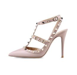 женщины на высоких каблуках ботинки платья партии способа заклепки девушки секси заостренный носок обуви пряжки платформа насосы свадебные туфли черный белый розовый цвет supplier pink points от Поставщики розовые точки