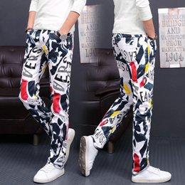 Argentina Tallas grandes Jeans florales para hombres 2018 Nuevos Pantalones de mezclilla elásticos Moda Jeans rectos delgados Club nocturno Pantalones de mezclilla 28-46 Tamaño Suministro
