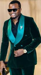 2020 casacos de veludo duplo Nova Moda Verde Escuro De Veludo Noivo Smoking Excelente Trespassado Groomsmen Blazer Homens Terno Formal Partido Prom Terno (Jacket + Pants + BowsTie) desconto casacos de veludo duplo