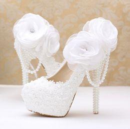 zapatos de la boda de raso de marfil vuelos Rebajas Zapatos de novia de perlas Novia de tacón alto Flores de encaje blancas Plataforma de tacón alto y zapatos de perlas blancas