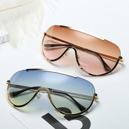 2020 gli occhiali da sole di colore della gelatina 2019 nuovo stile europeo e americano vento e occhiali da sole freddi integrati, gelatina di colore, colore degli oceani, di tendenza, due colori. sconti gli occhiali da sole di colore della gelatina