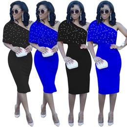 2019 um ombro bodycon vestido de comprimento do joelho Beading Babados Splice Na Altura Do Joelho Lápis Vestido de Verão de Um Ombro Sexy Vestido Elegante Senhora Sólida Império Magro Vestido Completo um ombro bodycon vestido de comprimento do joelho barato