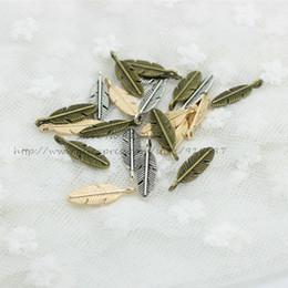 Pequenos encantos de metal on-line-Doce Sino (100 peças / lote) 7 * 21mm Três cores Liga de Metal Pequena folha Encantos D0895