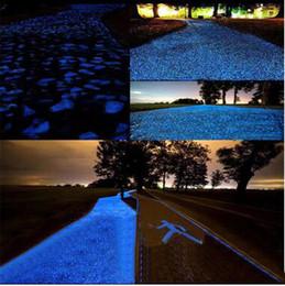 Piedras de jardín de grava online-Venta al por mayor de piedra luminosa arena acera jardín caminos decoraciones fluorescente grava arena luminosa grava luminosa envío libre de DHL