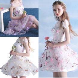 Colorido 3D Flor Curto Vestidos de Baile Borboleta Impresso Cap Manga Transparente Pescoço Meninas Mini Homecoming Vestido de Festa Vestidos Pageant de