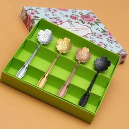 2019 fiori assortiti 4 pezzi cucchiaini da tè in acciaio inox assortiti colori fiori Sakura cucchiai da caffè mini gelato cucchiaio tè accessori fantasia regalo sconti fiori assortiti