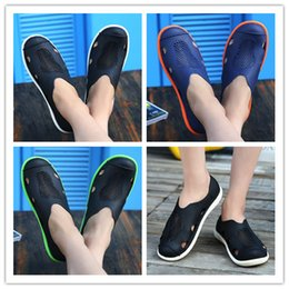 Wholesale leather sandals hole - Rubber mules men shoes summer Beach outdoor shoes breathable Hole Shoes sandals slippers Size:40-44 AK1712