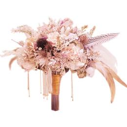 Bouquets de mariage personnalisés en Ligne-Personnalisé tribunal européen de style mariage rose mariée bouquet personnalité de la fleur plume fleur séchée strass perle