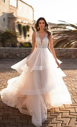 porcellana di design degli abiti da sposa Sconti Glamorous Ball Gown Tulle Abiti da sposa con scollo a V Backless Appliques Tiered Ruffles Abiti da sposa Sweep Train robe de mariee