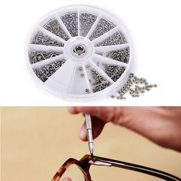 occhiali da dado Sconti Per orologio Eye Glasses Clock 1 Borsa (confezione) (600 pezzi) 12 tipi di acciaio inox Viti piccole Dadi Assortimento Kit di riparazione Strumenti parte