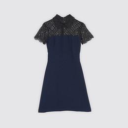 Diseño de vestido azul negro online-2018 mangas cortas azul cuello redondo negro ahueca hacia fuera el cordón con cuentas vestido de dama mujeres marca diseño arena vestido de una pieza MBLO18