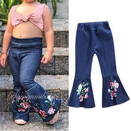 Bordado jeans para meninas on-line-Calças de brim Do Bebê Meninas Nova Primavera Verão Moda Plissado Denim Flor Floral Bordado Longo Boot Cut Calças Crianças Denim Calças