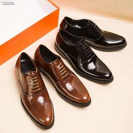 Chaussures de dressage pour garçon en Ligne-Mode affaires robe chaussures pour hommes célèbre marque de luxe hommes en cuir véritable chaussures de mariage de haute qualité plats mocassins nouveau style garçon espadrilles
