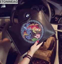 2019 design de broderie chinoise Design original style chinois broderie main sac de préhension Street tendance en cuir enveloppe sac à bandoulière mode broderie grande capacité promotion design de broderie chinoise