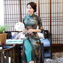 2019 vestido tradicional chinês verde Vietnam Aodai Slim Longo Cheongsam Tradicional Chinesa Mulheres Vestido Novidade Gola Mandarim Qipao Verde Floral vestido tradicional chinês verde barato