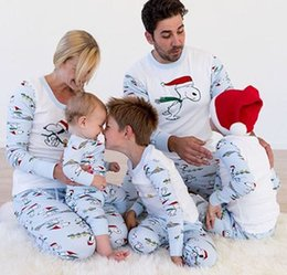 matching mother child clothes Promo Codes - Cute Snoopy Christmas pajamas set Xmas Family matching clothing Sleeping wear Homewear Nightclothes for men women Child 2018 New Wholesale