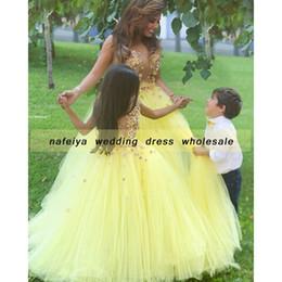 Vestido de bola dijo Mhamad TuTu flores vestidos de niñas patrones de niña vestidos de madre e hija vestidos de una línea cuello redondo amarillo partes desde fabricantes